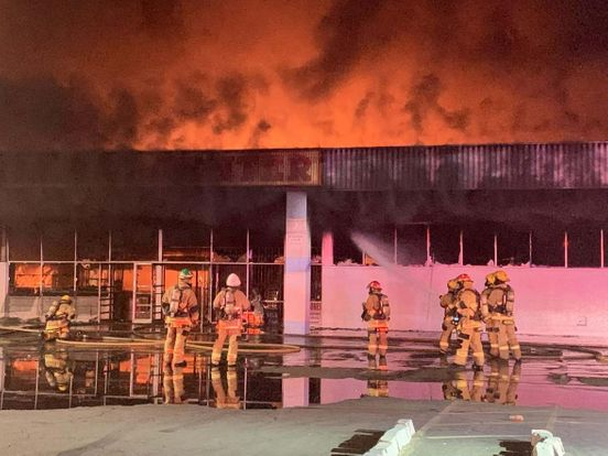 https://us.avalanches.com/phoenix_firefighters_are_battling_a_massive_3alarm_fire_at_phoenix_strip_mall3083_29_09_2019