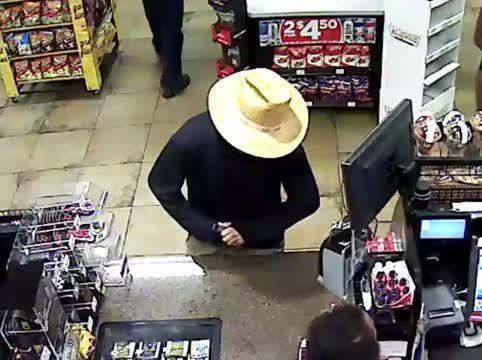 https://us.avalanches.com/phoenix_police_were_looking_for_a_man_who_robbed_phoenix_circle_k_with_a_gun_a_straw_hat_with_a_mask9662_03_11_2019
