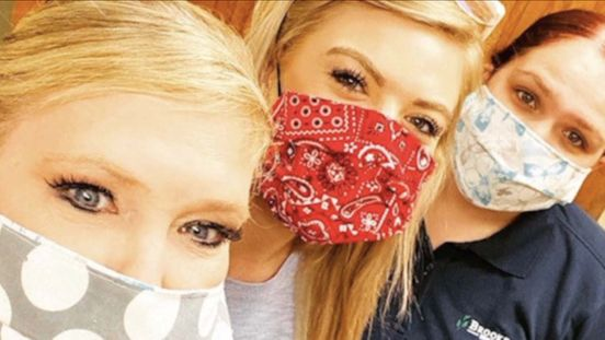 https://us.avalanches.com/phoenix_valley_women_use_their_skills_of_sewing_to_make_masks57664_07_04_2020