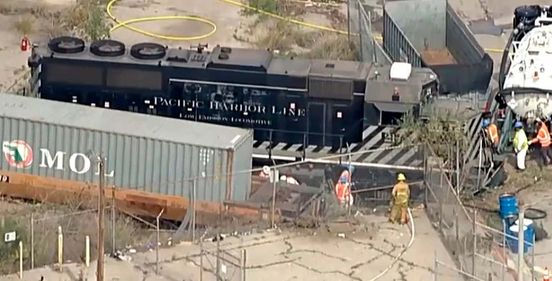 https://us.avalanches.com/los_angeles__a_train_crashed_by_engineer_near_the_hospital_ship_in_los_angeles_co42169_03_04_2020