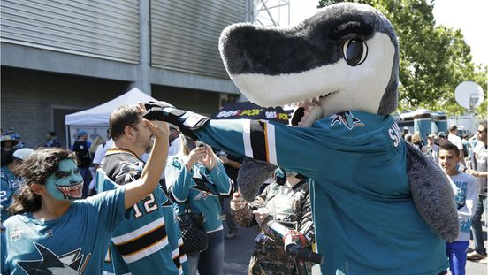 https://us.avalanches.com/san_jose_sharks_create_support_funds_for_covid19affected_staff211262_08_05_2020