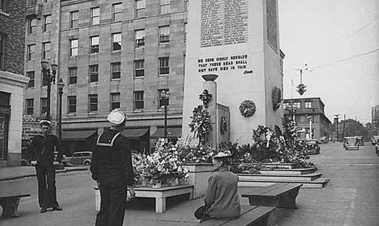 https://us.avalanches.com/seattle__downtown_seattle_in_1940s_identified_as_victory_place_throughout_mos79953_12_04_2020